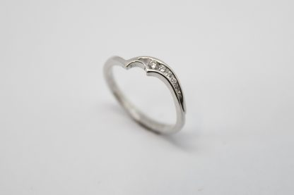 9ct White Gold and Diamond Curved Ring_0
