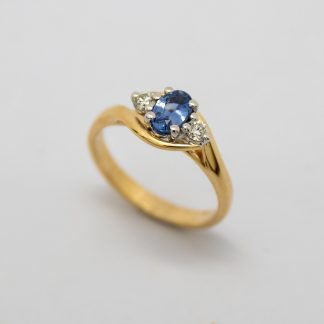 9ct Ceylon Sapphire and Diamond Ring Crossover Style Ring_0