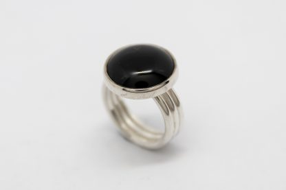 Stg Round Onxy withTripple Band Ring_0