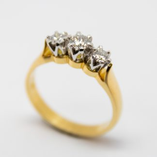 19ct 3 Stone Diamond Ring_0