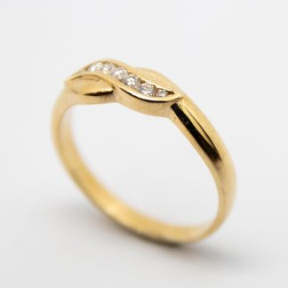 9ct Channel Set Crossover Diamond Ring._0