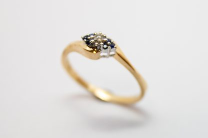 9ct Gold Diamond and Sapphire Ring_0