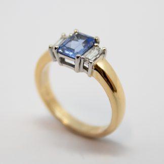 9ct Ceylonese Sapp & Diamond Ring_0